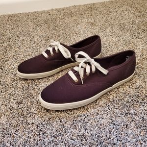 Keds sneakers in the color deep purple, size 7